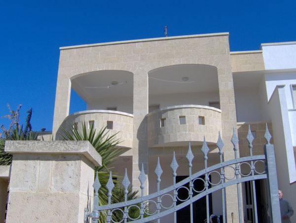 Appartamenti torre vado pescoluse for Palazzine moderne